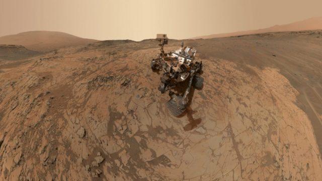 https://termvil.hu/wp-content/uploads/2018/11/2.-A-kétezredik-marsi-napját-ünneplő-Curiosity-a-jeles-alkalmomból-önmagát-is-megörökítette-640x360.jpg