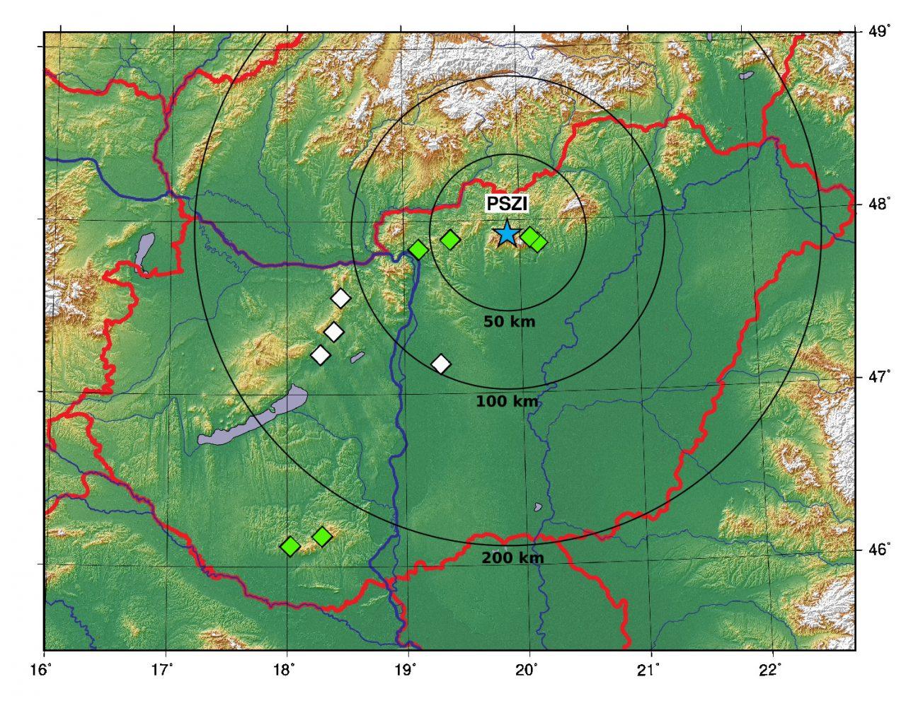 Piszkés-tető (PSZI) és 10 vizsgált bánya, ahonnan rendszeresen regisztrál robbantásokat a Magyar Nemzeti Szeizmológiai Hálózat. A zölddel jelölt bányákból észlelhető infrahangjel Piszkés-tetőn, a fehérrel jelöltekből nem. A fehérrel jelölt bányák éppen az árnyékzóna jellemző térségébe esnek.