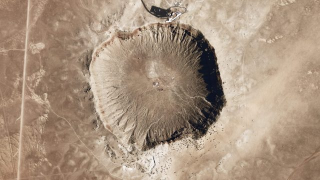 https://termvil.hu/wp-content/uploads/2019/06/Meteor_Crater_-_Arizona-640x360.jpg
