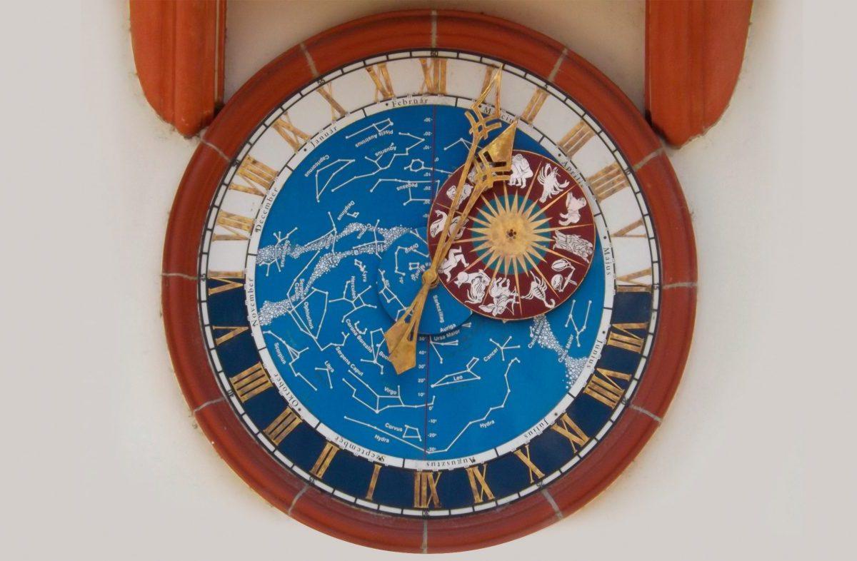Szemelvények az időmérés és a naptár történetéből – Kalendáriumok és órák